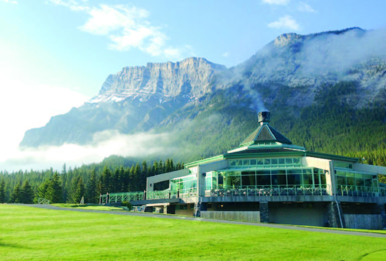 Banff-Springs-Clubhouse-in-the-early-morning-2 copia